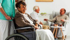 adultos mayores sonriendo