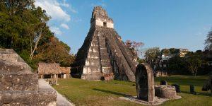 pirámide en las ruinas de tikal