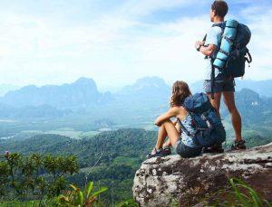pareja explorando Guatemala
