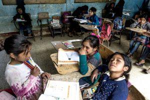 ninas de Guatemala en salón de clases